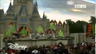 Sofia Carson - Santa Claus is Coming to Town - Desfile de Natal 2014