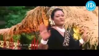 Mallu Aunty Shakeela Showing Her Huge Cleavage to Milk Man 640x360