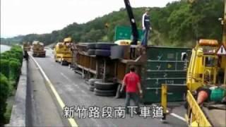 目擊者行車影像記錄-2010年1月26日 爆胎大車逆衝國道 害2死4傷