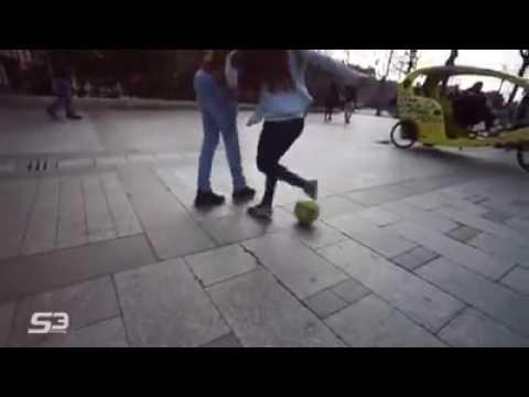A mulher mais boa no futebol de rua