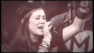 Kari Jobe - Hands To The Heavens (Live)