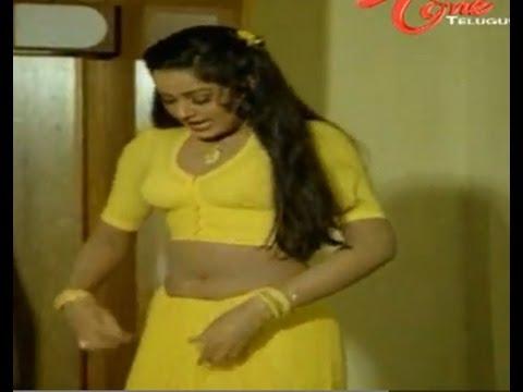 Krishna Enjoys Radha Hot Navel Show