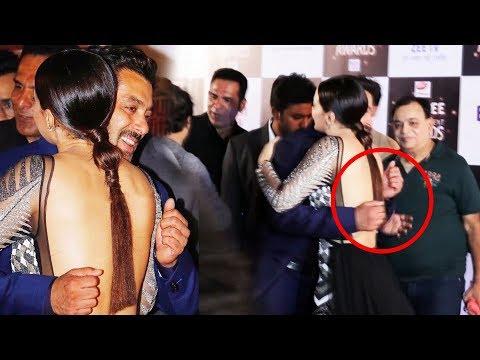 Xxx Mp4 Salman Khan Shy Uncomfortable Hugging Sana Khan At Zee Entertainment Awards 2017 3gp Sex
