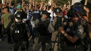 آلاف المصلين في المسجد الأقصى وسط تجدد المواجهات مع الشرطة الإسرائيلية