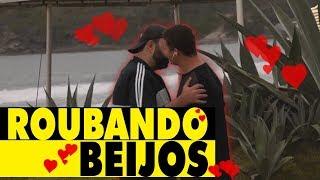 PEGADINHA - ROUBANDO BEIJOS!