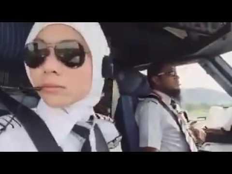 Pilot Cun Dan Jejaka Tampan AirAsia buat Lawak Memang Terbaik Rugi Tak Dengar