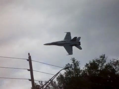 FA-18 Super Hornet very LOW Fly by!