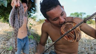 Primitive Technology: Find snake in forest - Grill snake eating delicious