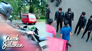 Black Cobra Keroyok Iyan Yang Lagi Narik angkot [Anak Jalanan] [11 April 2016]