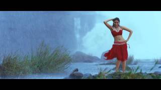 Hot Actress Tamanna Show Her Wet Fleshy Navel