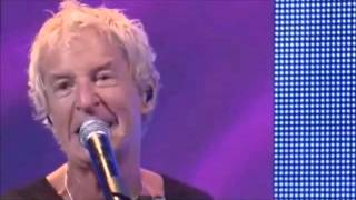 REO SpeedWagon - Keep on Loving you (Live Chicago 2012) With Portuguese and English Lyrics