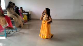 Moyna Cholak Cholak dance