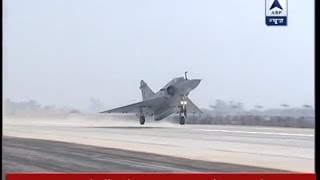 Unnao: IAF jets touch down on Agra-Lucknow expressway