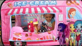 My Little Pony Buy Ice Cream from the Ice Cream Truck!! Kids Pretend Play
