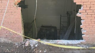 Car crashes into building in SW Portland