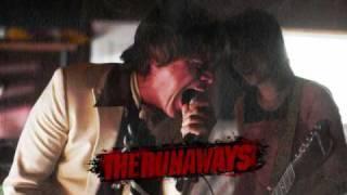 THE RUNAWAYS SOUNDTRACK - CALIFORNIA PARADISE (DAKOTA FANNING AND KRISTEN STEWART)