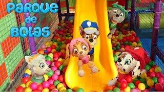 La Patrulla Canina juega y se divierte ¡EN EL PARQUE DE BOLAS! Piscina de bolas/ Parque Infantil