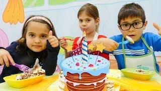 Fındık ailesi gerçek doğumgünü pastası yapıyor. Çocuk dizisi