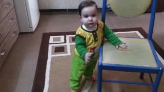 رقص بچه کوچولو با اهنگ نیکیتا stage