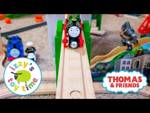 Thomas and Friends Mom and Bubs Build a Thomas Train Track with Brio KidKraft Toy Trains 4 Kids