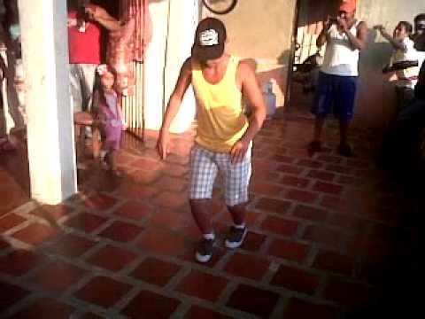 Eliud y Cirindo bailando champeta que bien bailan .3GP