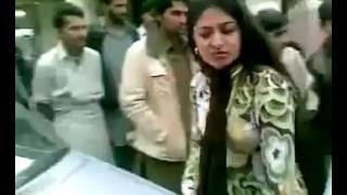 pakistani girl fight - 18+ omg girls fight on main road |pakistani aunties fight