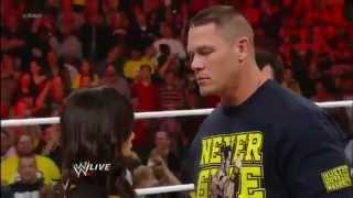 John Cena and AJ Lee s'embrasse sous le nez de Vickie guerrero.