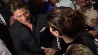 Tapsee Pannu's FAN GIRL MOMENT with Shahrukh Khan | Watch Video