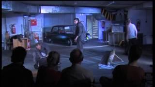 Gledališka predstava v garaži hotela