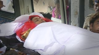 (Video) Pratyusha Banerjee's Funeral | Mother & Father Cry