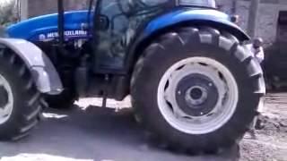 New Holland Traktörün Fotonu Kurtarma Çabası...