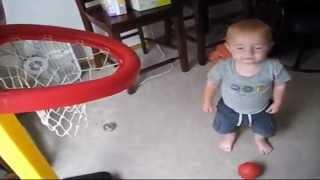 Un mini Michael Jordan causa sensación en internet