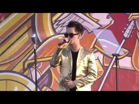 Download APMAs 2014: Brendon Urie covers Frank Sinatra's