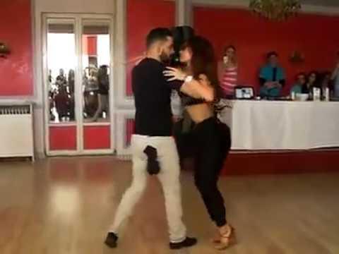 Increiblre pareja bailando bachata