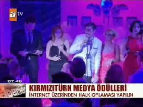 Hilal Ergenekon Evo's Angels Gecesinde Ödül Aldı.