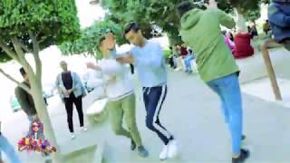 مذيعة الشارع| شاهد طلبة وطالبات يرقصون على مهرجان بعزقة شبرقة لأوكا واورتيجا وأحمد شيبه