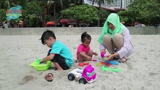 Main pasir dan belajar warna bareng baby lucu zahsy di pantai Ancol