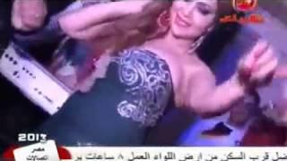 فضيحة الفنان محمد عبد المنعم نازل بوس في رقاصه بفرح شعبي