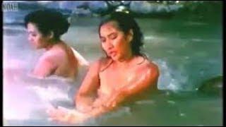 Cuplikan Film Jadul, Yurike mandi di sungai kelihatan itunya