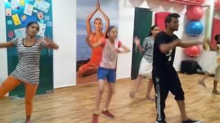 Bollywood dance, thang utha ke song.