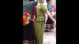 Hhhh les hommes commencent à danser شاهد و حصريا رجل يرقص مثل المرأة