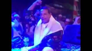 Habib Luthfi semangat menyanyikan
