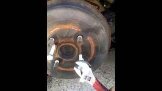Como remover tambores de frenos