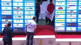 حصول يوسف منصور المصرى الدولى على كاس احسن لاعب فى بطولة العالم للتايكوندو للناشئين