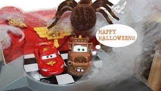 Disney Pixar Cars Lightning McQueen & Mater Visit a Haunted House for Halloween!