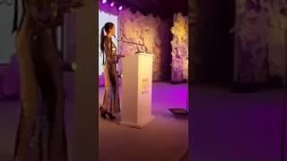 Shahid kapoor and Mira Receiving Most Beautiful Couple Award at Vogue Baeuty awards 2017