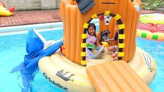 サメに食べられる~!!!? 海賊の島で魚釣り プール 海賊ごっこ こうくんねみちゃん Pool Shark Attack Pirate