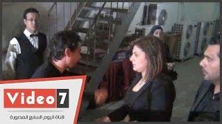 بالفيديو..  المطربة شذى تترك عزاء والدها لتعزى محمد بركات فى وفاة والده
