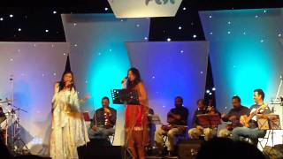 Chinmayi and Shweta Mohan performing Kajra Mohabbat Wala