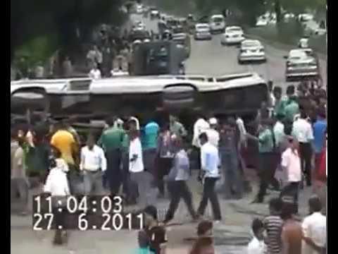 বাংলাদেশে লাইভ বাস দুর্ঘটনা (Live Bus Accident, Bangladesh) cctv footage